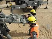 חיילים מלחצים אנשים בנאפל