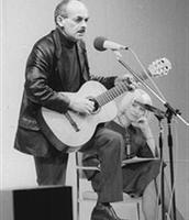 Булат Окуджава выступает в Берлине