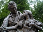 A statue of Thomas Gallaudet and Alice Cogswell