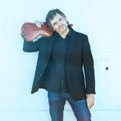 ORIOL SAÑA: director del curso (violín jazz y moderno)