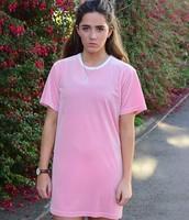 un t-shirt rose