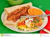huevos rancheros con el tocino tres mil doscientos cincuenta y seis pesos (3.256)