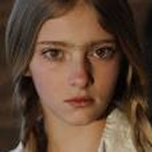 Willow Shields as'Lilly
