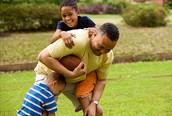 jugaba al fútbol americano con mi papa porque yo era muy ateletico
