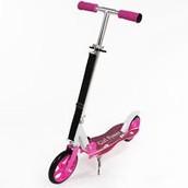 ¡Puedes escabullirte o en el vecindario con una scooter nuevo! ¡Mostrar tu scooter rosado a sus amigos! ¡Lo puede usar para montarse para yendo rápidamente!