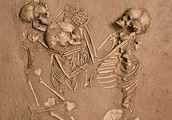 AMAZING SKELETONS OVER 5,000 YEARS OLD.  THE SAHARAS DESERT DATES BACK TO ABOUT 3 MILLION YEARS AGO!