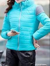el abrigo es claro de azule
