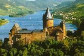 Cuando era joven visitaba Rhine River en Germany.