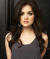 Chloe Saunders (Aria Montgomery - Pretty Little Liars, potrayed by Lucy Hale)