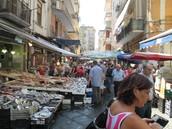 """Achètez biens à le """"Piazza del Mercato"""":"""