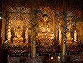 How do Buddhist worship