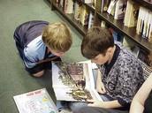 Encontramos un libro en la biblioteca.