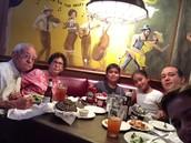 comiendo con mi familia