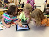 Elementary students leaning thoruhg IPAD technology