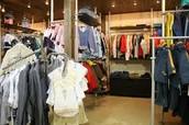 Notre magasins avec des vetements a la mode!