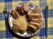 vepro-knedlo-zelo (Roast pork with dumplings and sauerkraut)