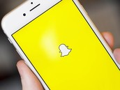 "Snapchat seamlessly combines video, audio, GIFs, stickers in ""Chat 2.0"""