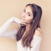 Haley Pullos......      as      Alli
