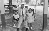 Martin luther King j.r with his two kids