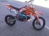 La moto.