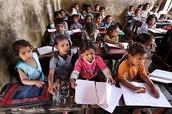 Los niños que están estudiando