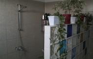Further Shower room