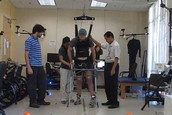 -Un parapléjico camina con la única ayuda de sus ondas cerebrales