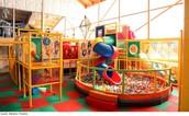Kom langs en laat uw kind genieten van de grote indoor speeltuin.