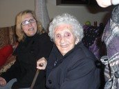 Mercedes y la abue en mi casita. No me lo creooo!!!   2008