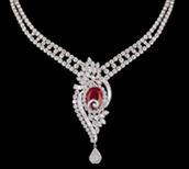 un collier argent et rouge