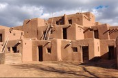 What did the Pueblos live in?