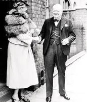 Winston Churchill and Eleanor Roosevelt shaking hands