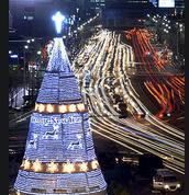 172 Photos of Christmas Lights Around the World