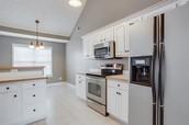 Open Kitchen with Breakfast bar & nook