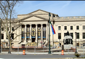 Visitan el museo de Ben Franklin.