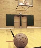 Practicar basquetbol