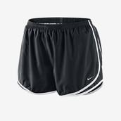 para mujer pantalones cortos Nike, $32 dólares.