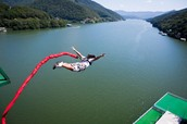 1-----onething i would like to do this year is bungee jumping