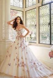 Wedding Dresses--ways of choosing
