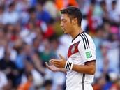 Mesut Özil Praying Before a Football Game