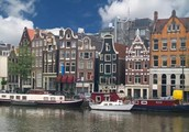 Дальше — в Нидерланды, там ветер сушит Амстердам.