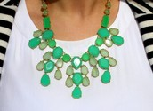 LINDEN NECKLACE - GREEN $48 (65% OFF)
