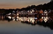 Mire las luces de bote casa fila