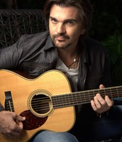 Juanes On Guitar