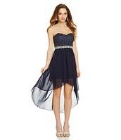 Lo vestido negro cuesta $90.00.