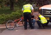 פה אפשר לראות את האופניים מהתאונה
