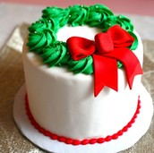 SWEET HOLIDAY WREATH CAKE