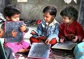 Los niños son estudiando