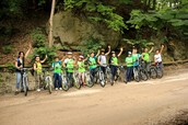 Pedalăm în grupuri organizate, pe drumuri fără mașini (... mă rog, aproape!)