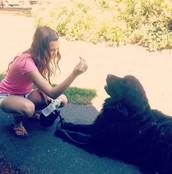 Me gusta jugar con mi perro.